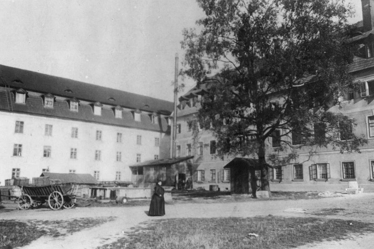 Nejstarší dochovaná fotografie z nádvoří