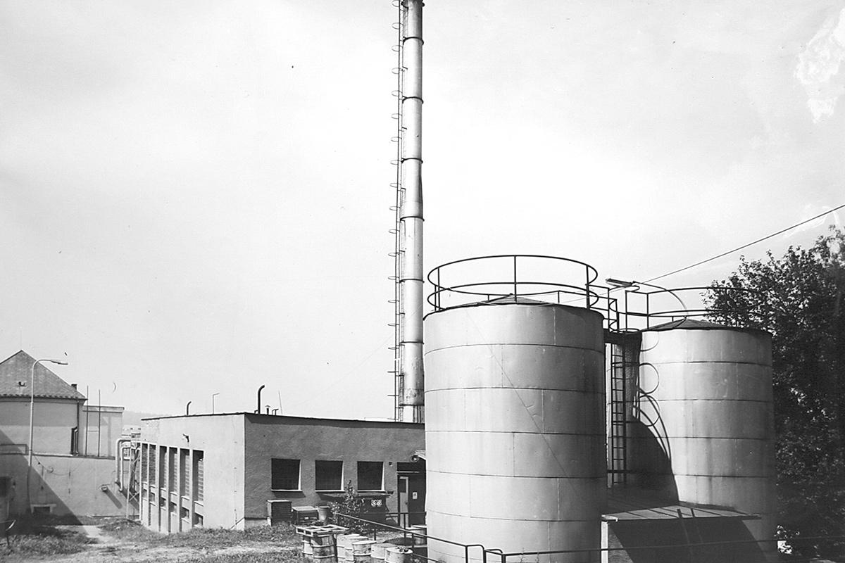 Dnes už charakteristický komín vystavěný v roce 1956
